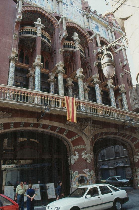 Barcellona citt della spagna leonetti expressbus for Ostelli barcellona centro economici